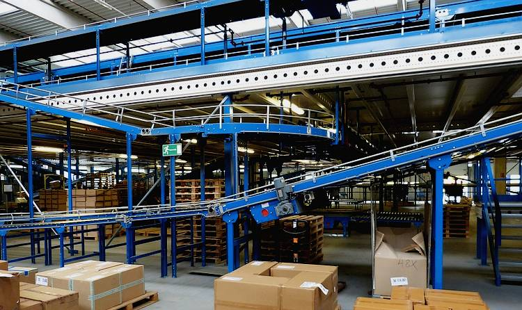 Equipment for moving goods in warehouse